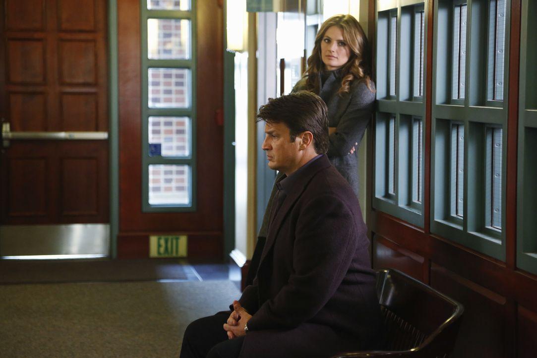 Ein neuer Fall beschäftigt Beckett (Stana Katic, r.) und Castle (Nathan Fillion, l.) ... - Bildquelle: 2013 American Broadcasting Companies, Inc. All rights reserved.