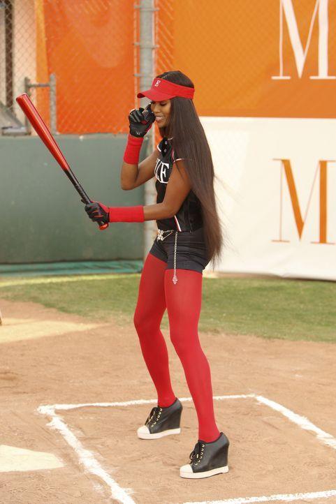 Mode vs. ELLE: Supermodell Naomi Campbell (Naomi Campbell) nimmt das Softballspiel noch nicht wirklich ernst ... - Bildquelle: Buena Vista International Television