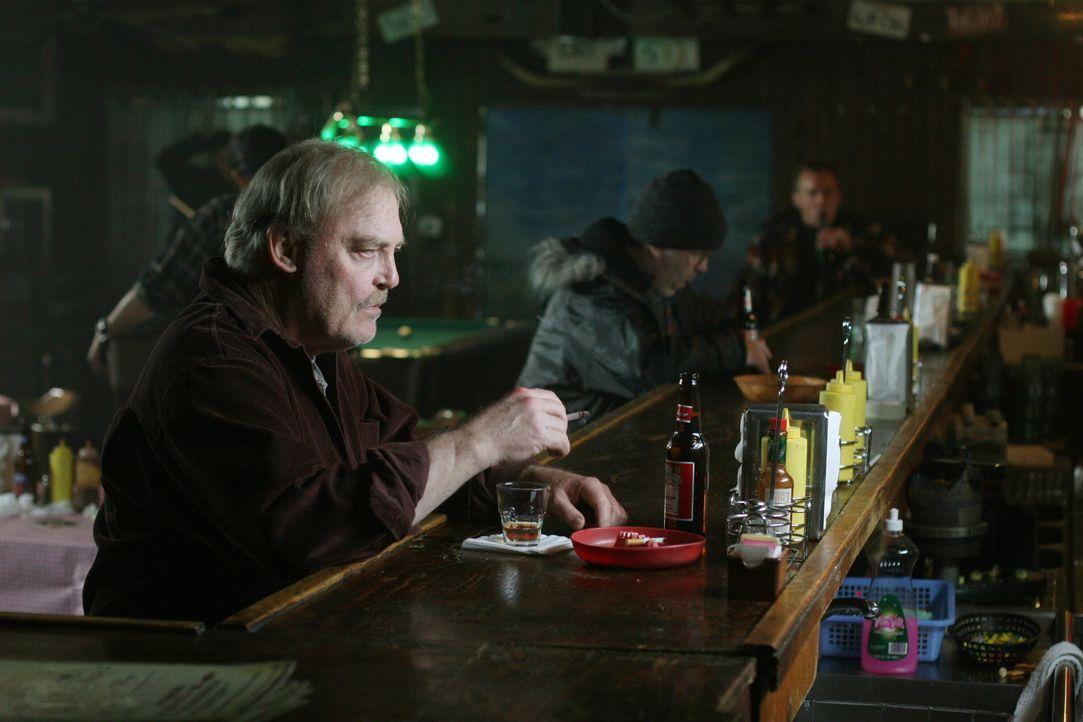 Mike Gates, Tonys Vater (Stacy Keach) taucht plötzlich auf. Für Tony keine leichte Situation ... - Bildquelle: Warner Bros. Television