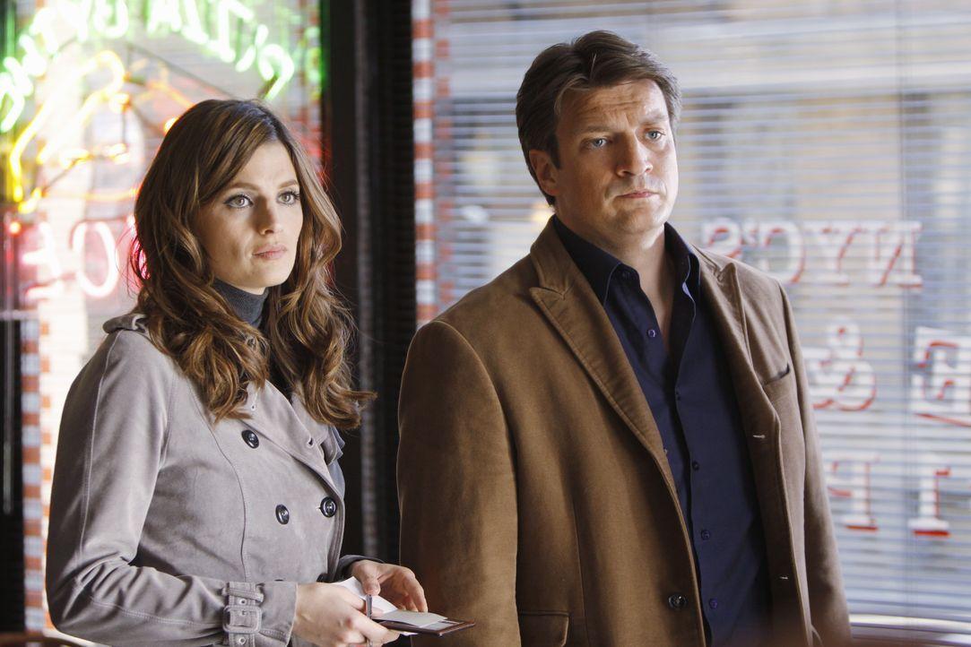 Beckett (Stana Katic, l.) und Castle (Nathan Fillion, r.) bekommen ihr Opfer diesmal in einem Pizzaofen serviert, noch nicht ganz gar, aber bis zur... - Bildquelle: ABC Studios