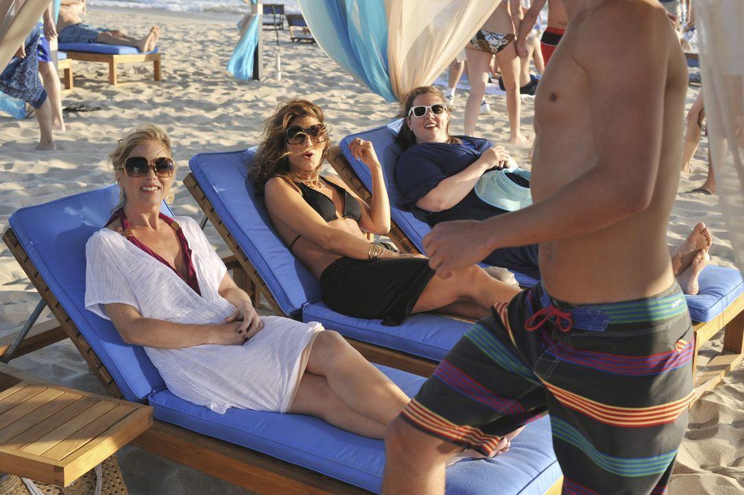 Eigentlich hatten die drei Freundinnen geplant, in Afrika Gutes zu tun, doch dann landen und genießen sie das Leben in Miami: Samantha (Christina A... - Bildquelle: American Broadcasting Companies, Inc. All rights reserved.
