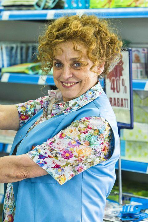 Greta (Katharina Thalbach), Leiterin der Filiale in Berlin Moabit, ist dem Unternehmen seit 30 Jahren treu ergeben. In ihrem Laden ist alles tiptop,... - Bildquelle: Richard Hübner SAT.1
