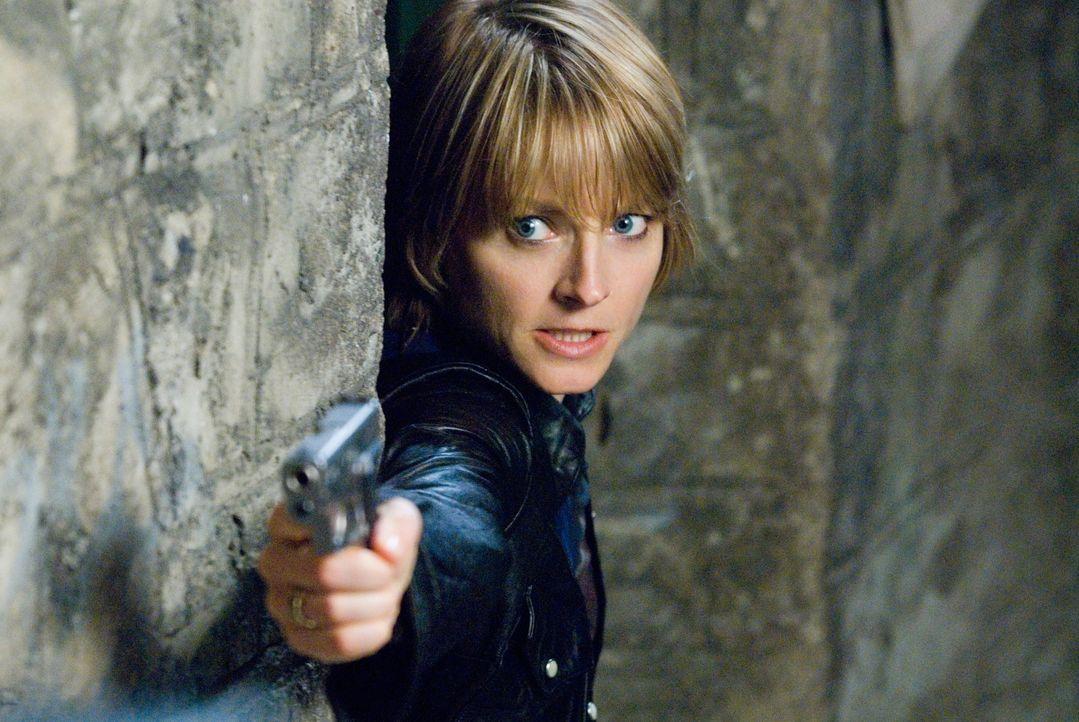Nachdem ihr Verlobter bei einem nächtlichen Überfall brutal ermordet wurde, wandelt sich Erica Bain (Jodie Foster) von einem eher friedfertigen Mitb... - Bildquelle: Warner Bros.