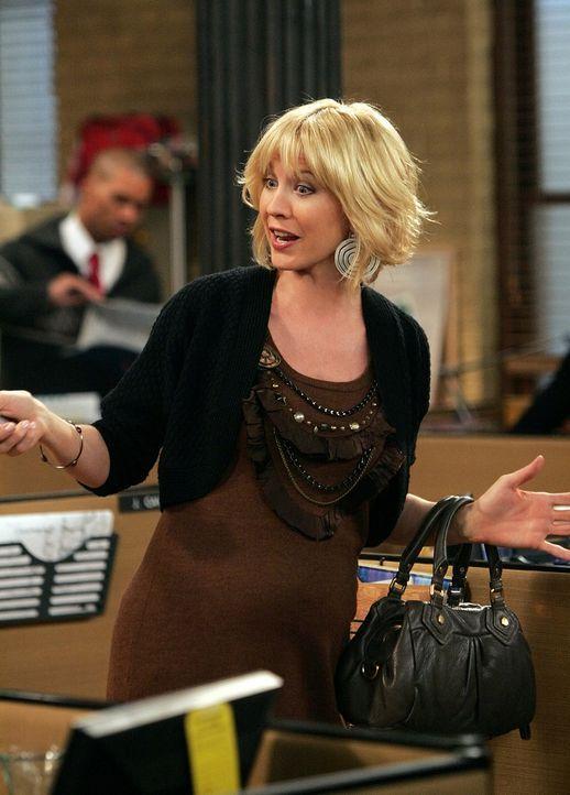 Kann nicht fassen, dass James einen zweiten Filmkritiker einstellen will: Billie (Jenna Elfman) - Bildquelle: 2009 CBS Broadcasting Inc. All Rights Reserved