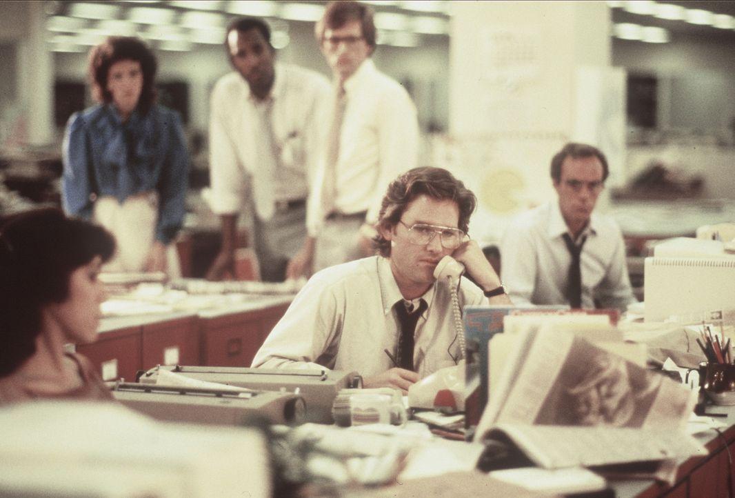Der Kriminalreporter Malcolm Anderson (Kurt Russell) erhält einen Anruf von einem Serienmörder, der ihm Exklusivinformationen verspricht. - Bildquelle: Orion Pictures Corporation