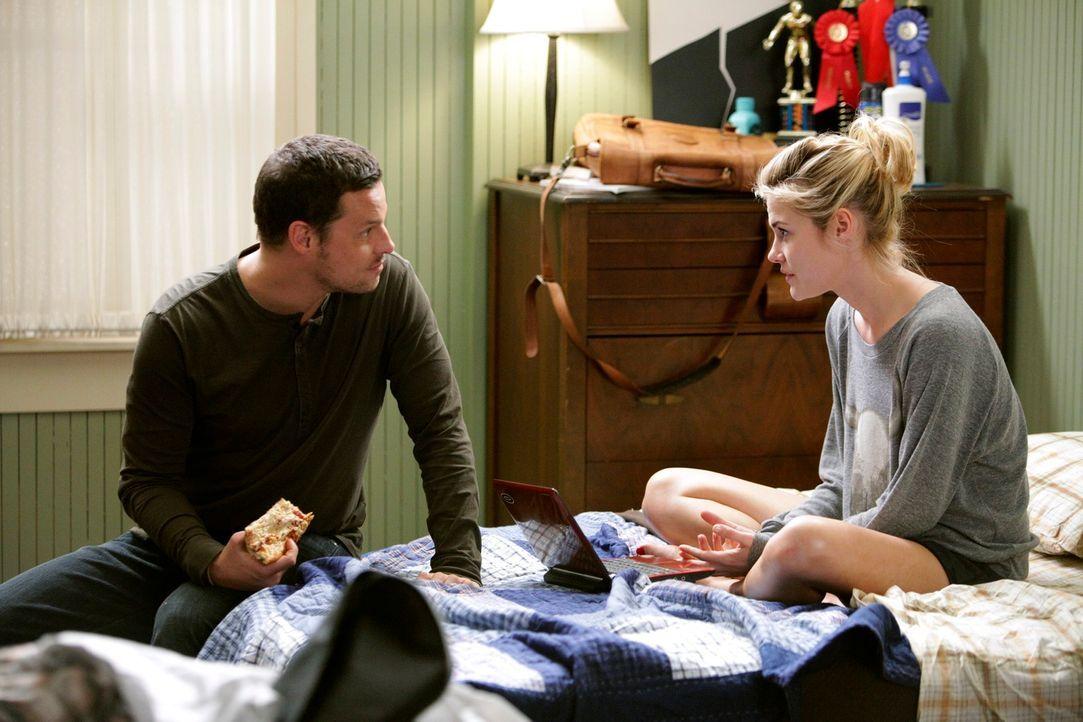 Die Beziehung von Alex (Justin Chambers, l.) und Lucy (Rachael Taylor, r.) wird auf eine harte Probe gestellt ... - Bildquelle: ABC Studios