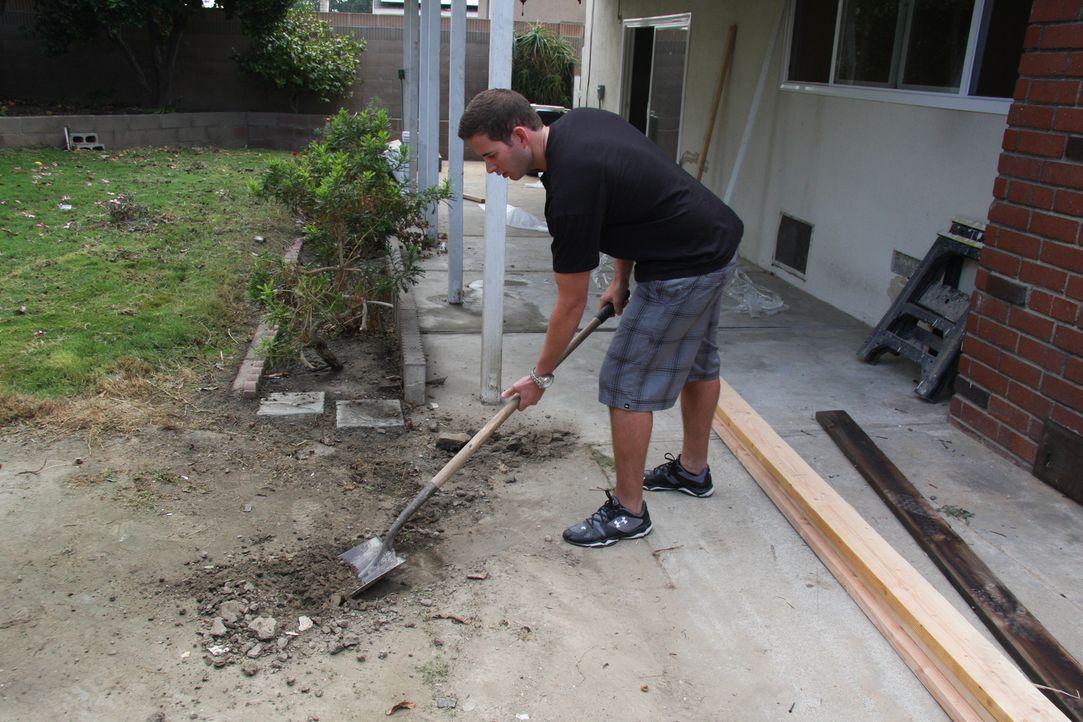 Alles muss stimmen: Tarek macht aus dem tristen Garten eine grüne Oase ... - Bildquelle: 2013,HGTV/Scripps Networks, LLC. All Rights Reserved