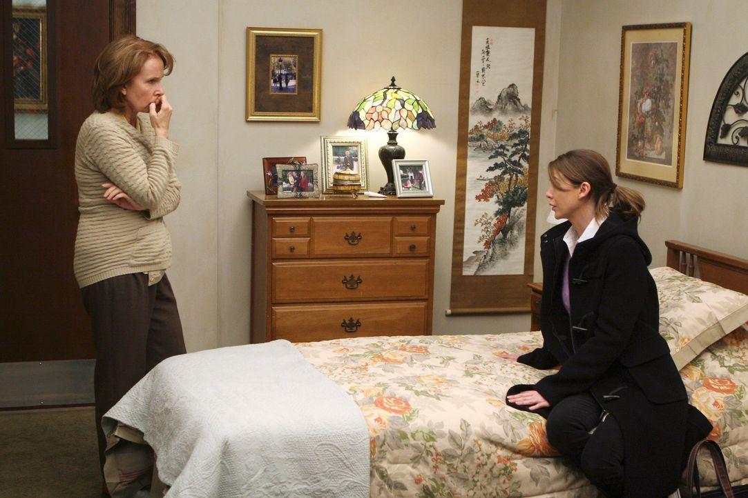 Meredith's (Ellen Pompeo, r.) Mutter (Kate Burton, l.) ist wieder hellwach im Kopf und kann sich an alles erinnern, außer an die letzten 5 Jahre un... - Bildquelle: Touchstone Television