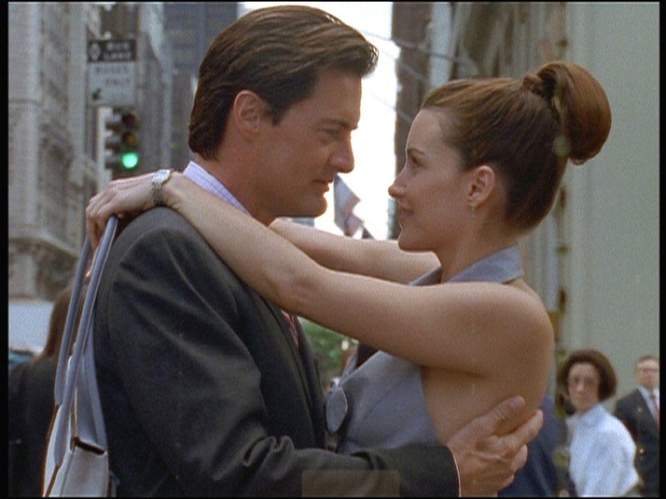 Charlotte (Kristin Davis, r.) wartet sehnsüchtig auf die Frage aller Fragen, doch Trey (Kyle MacLachlan, l.) ist einfach kein Heiratsantrag zu entl... - Bildquelle: Paramount Pictures