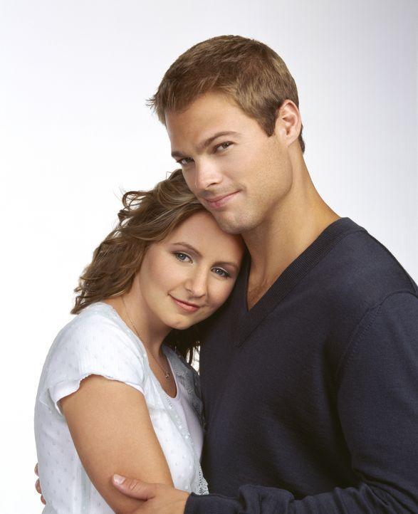 (9. Staffel) - Nach wie vor sind Kevin Kinkirk (George Stults, r.) und Lucy Camden (Beverly Mitchell, l.) glücklich miteinander verheiratet. Wird da... - Bildquelle: The WB Television Network