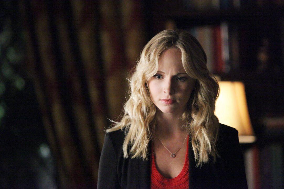 Caroline fürchtet um Tylers Leben - Bildquelle: © Warner Bros. Entertainment Inc.