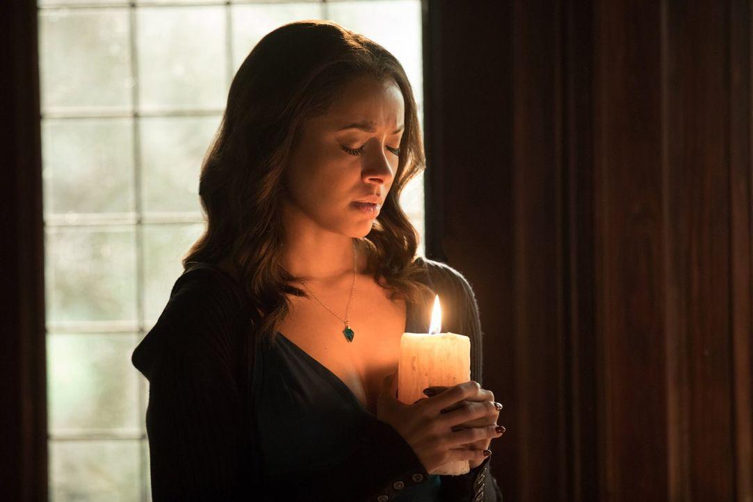 Bonnie (Kat Graham) bündelt all ihre Hoffnungen, ihre Stärke und die Unterstützung ihrer Vorfahren, um ihre Freunde zu beschützen und die Hölle zu z... - Bildquelle: 2016 Warner Brothers