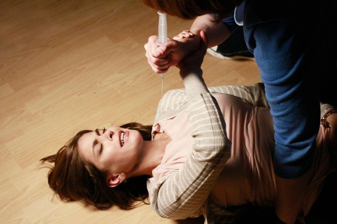 Wird Susan (Teri Hatcher, l.) sich aus den Fängen von Felicia (Harriet Sansom Harris, r.) befreien können? - Bildquelle: ABC Studios