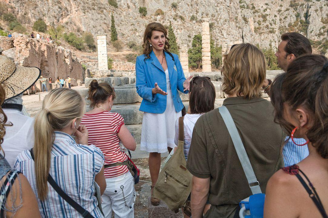 Georgia (Nia Vardalos, M.) weiß viel Interessantes über die Ruinen zu berichten. - Bildquelle: 2008 My Life In Ruins, LLC All Rights Reserved
