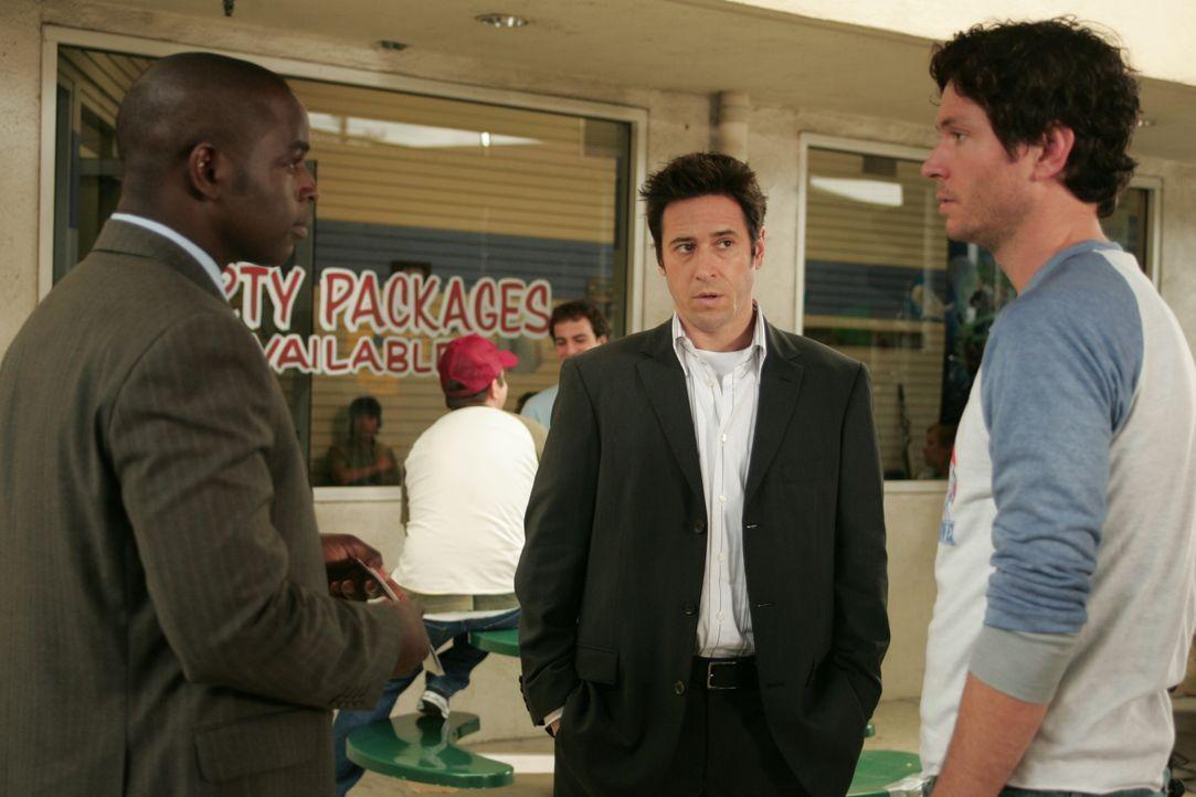 Bei ihren Ermittlungen stoßen Don (Rob Morrow, M.) und David (Alimi Ballard, l.) auf Malcolm (Will Beinbrink, r.). Hat er mit dem Mord was zu tun? - Bildquelle: Paramount Network Television