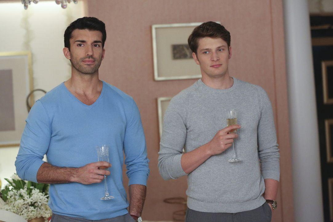 Werden sie jemals wieder normal miteinander umgehen können? Rafael (Justin Baldoni, l.) und Michael (Brett Dier, r.) ... - Bildquelle: Michael Yarish 2016 The CW Network, LLC. All rights reserved.