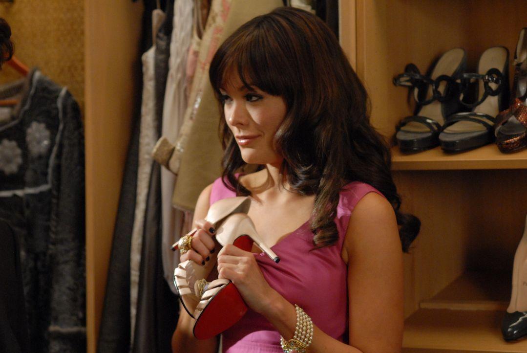 Victorys (Lindsay Price) Firma wurde von einem Millionär aufgekauft, der ihr jeden Wunsch erfüllt, koste es, was es wolle. Doch schon bald erfährt s... - Bildquelle: 2004 NBC, Inc.