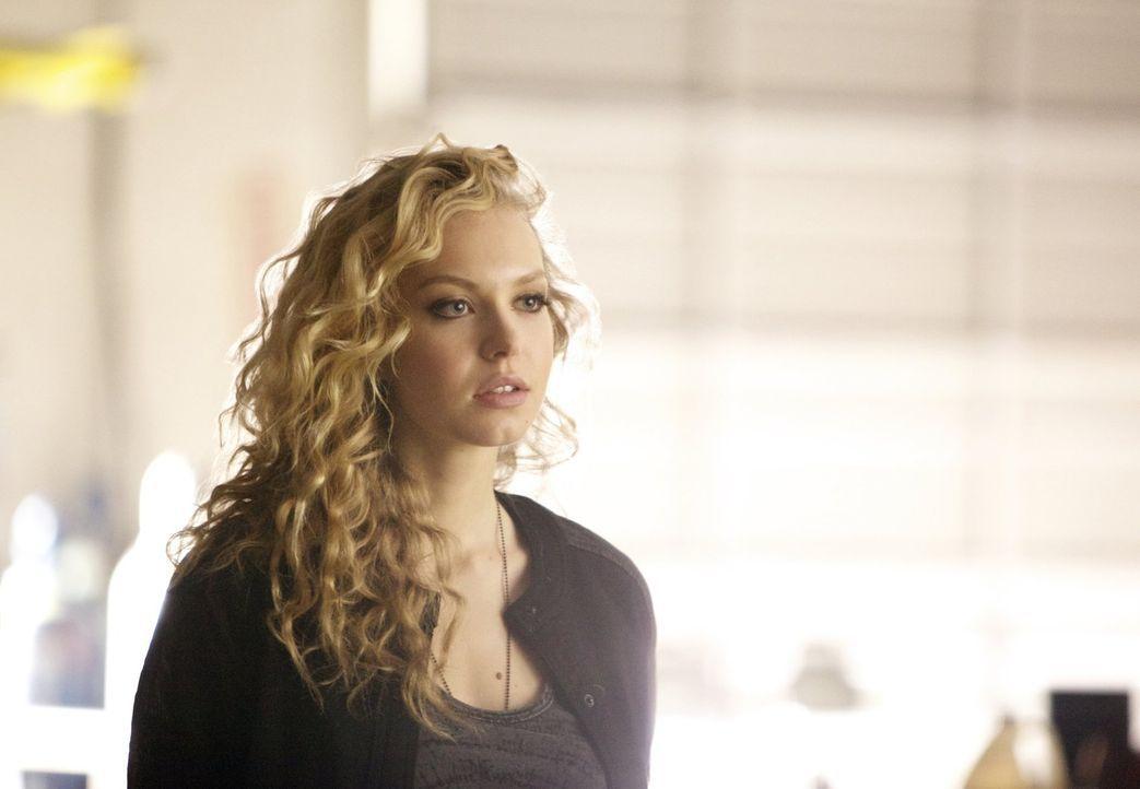 Als Liv (Penelope Mitchell) Gerüchte über die Traveller hört, weiht sie eine Person in ihre Pläne ein ... - Bildquelle: Warner Brothers