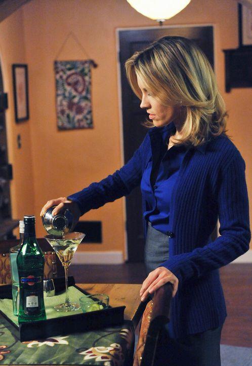 Sheldon versucht, Charlotte (KaDee Strickland) dazu zu bewegen, sich mit Cooper zu versöhnen, welcher sich mit einem Patienten mit Essstörungen au... - Bildquelle: ABC Studios
