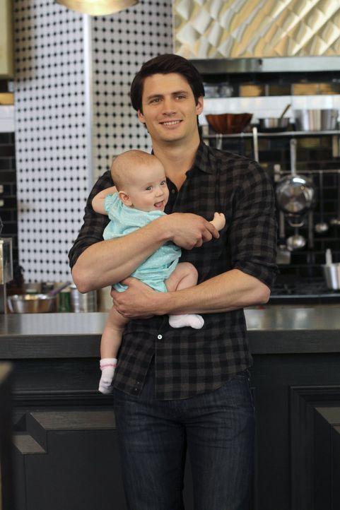 Nathan (James Lafferty) rafft sich auf und stattet seinem Vater einen Besuch ab, denn auch er soll das kleine Wunder namens Lydia kennenlernen ... - Bildquelle: Warner Bros. Pictures