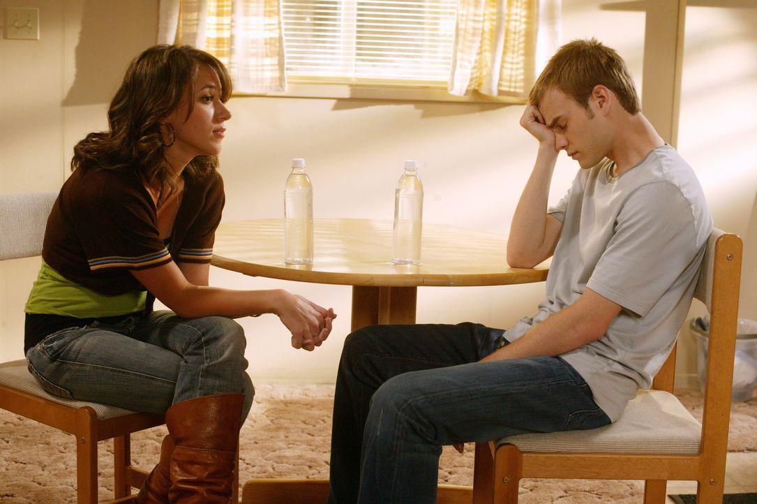 In einem ernsten Gespräch mit Simon (David Gallagher, r.) gesteht ihm Sandy (Haylie Duff, l.), dass die nur aus einem bestimmten Grund mit Martin ge... - Bildquelle: The WB Television Network