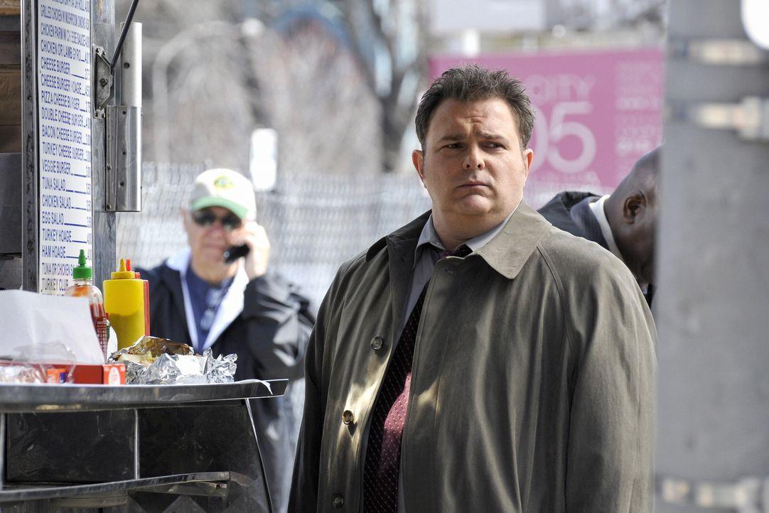 Nick Vera (Jeremy Ratchford) ermittelt in dem Mordfall. - Bildquelle: Warner Bros. Television