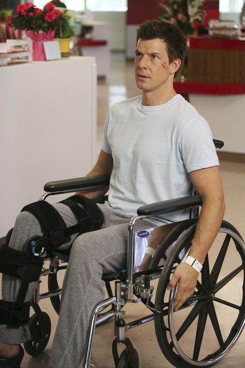 Ist nach einem schweren Unfall zunächst auf einen Rollstuhl angewiesen: Daniel Meade (Eric Mabius) ... - Bildquelle: Buena Vista International Television