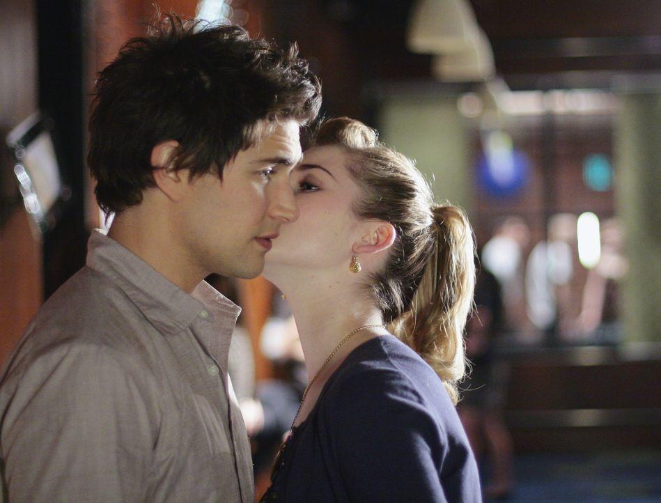 Endlich ist es soweit: Kyle (Matt Dallas, l.) und Amanda (Kirsten Prout, r.) haben ein Date ... - Bildquelle: TOUCHSTONE TELEVISION
