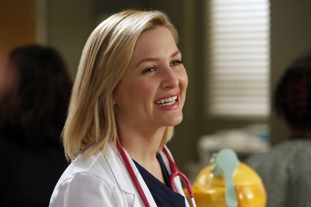 Das Krankenhaus wird mit grippeinfizierten Patienten überschwemmt, wobei ein Arzt nach dem anderen angesteckt wird. Den Anfang macht Arizona (Jessic... - Bildquelle: ABC Studios