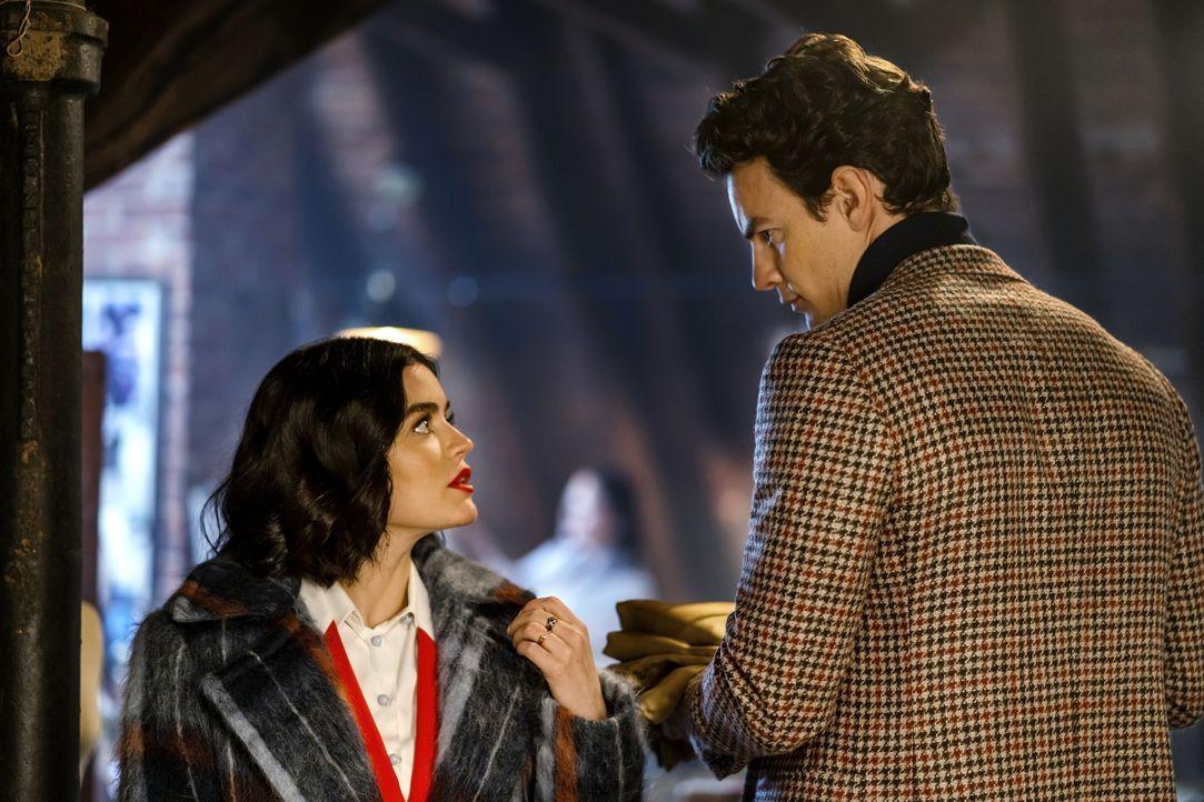Katy Keene (Lucy Hale, l.); Guy LaMontagne (Luke Cook, r.) - Bildquelle: Scott McDermott 2020 The CW Network, LLC. All Rights Reserved. / Scott McDermott