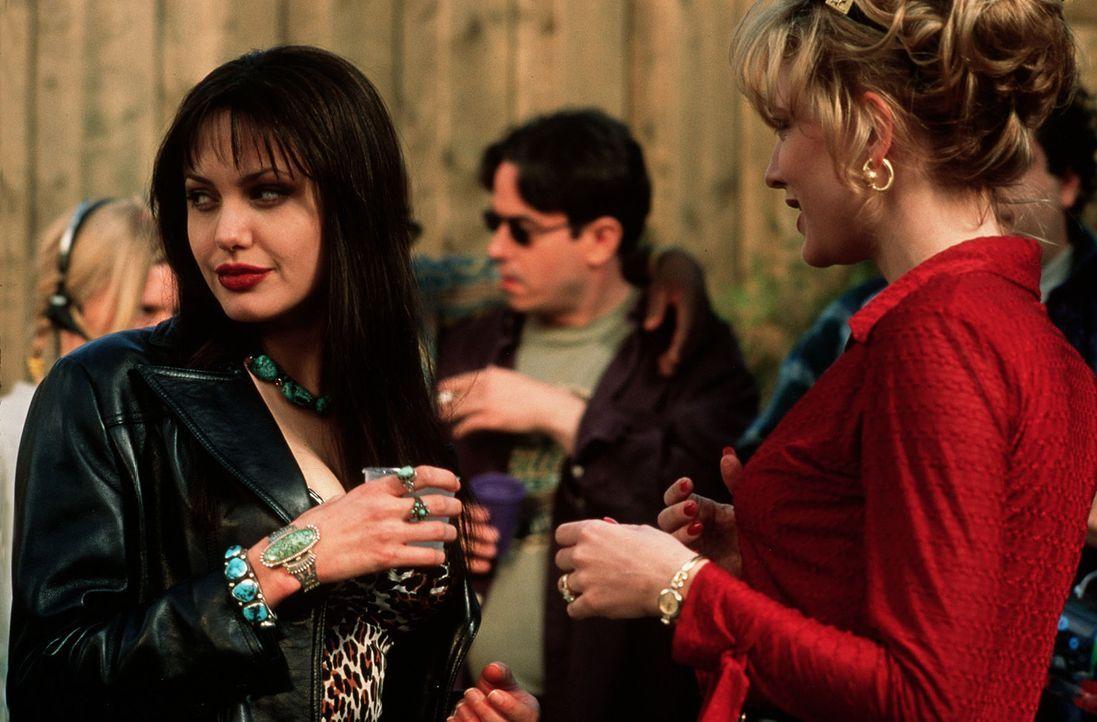 Mary (Angelina Jolie, l.) und Connie (Cate Blanchett, r.) geraten zwischen die Fronten eines imponiergeladenen Machtkampfes ... - Bildquelle: TWENTIETH CENTURY FOX