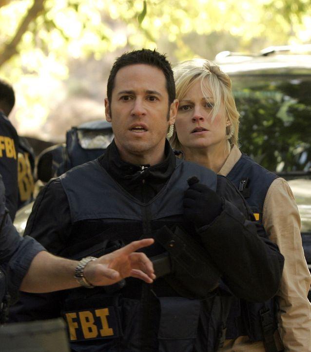 Don (Rob Morrow, l.) und Rachel (Teri Polo, r.) wollen die Anhänger von Abner Stone retten ... - Bildquelle: Paramount Network Television