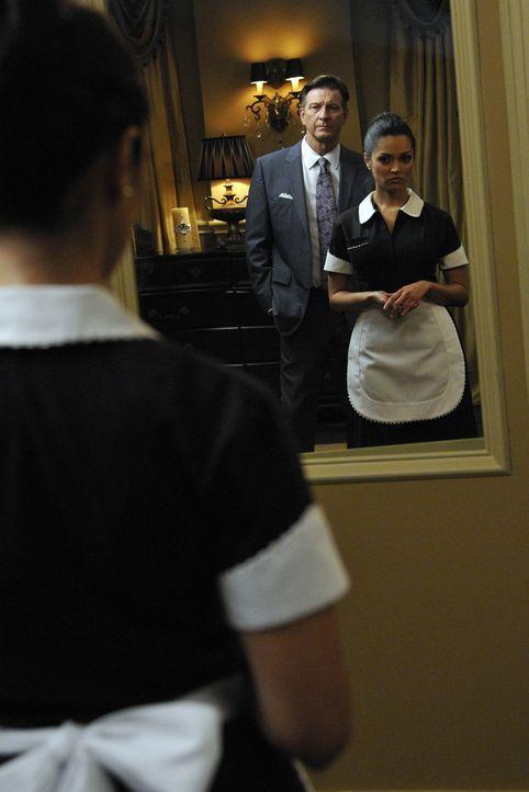 Wird die DVD, die Rosie gefunden hat und auf der Michael (Brett Cullen, l.) und Flora (Paula Garcés, r.) zu sehen sind, mehr über Floras Tod zeigen? - Bildquelle: ABC Studios