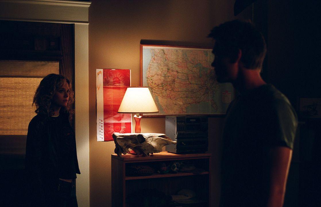 Peyton (Hilarie Burton, l.) muss feststellen, dass Brooke bereits ihre Stelle bei Lucas (Chad Michael Murray, r.) eingenommen hat ... - Bildquelle: Warner Bros. Pictures