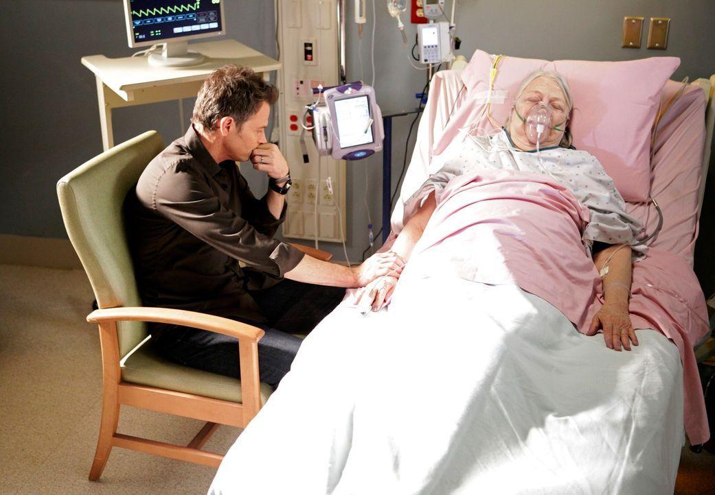 Petes Mutter (Louise Fletcher, r.) wird mit einer Herzrhythmusstörung eingeliefert. Es brechen alte Wunden auf, da sie sich nie um Pete (Tim Daly,... - Bildquelle: ABC Studios