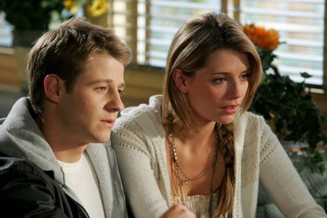 Ryan (Benjamin McKenzie, l.) ist niedergeschlagen und glaubt, keine Chance mehr auf einen Collegebesuch zu haben, denn Hess legt ihm dauernd Steine... - Bildquelle: Warner Bros. Television