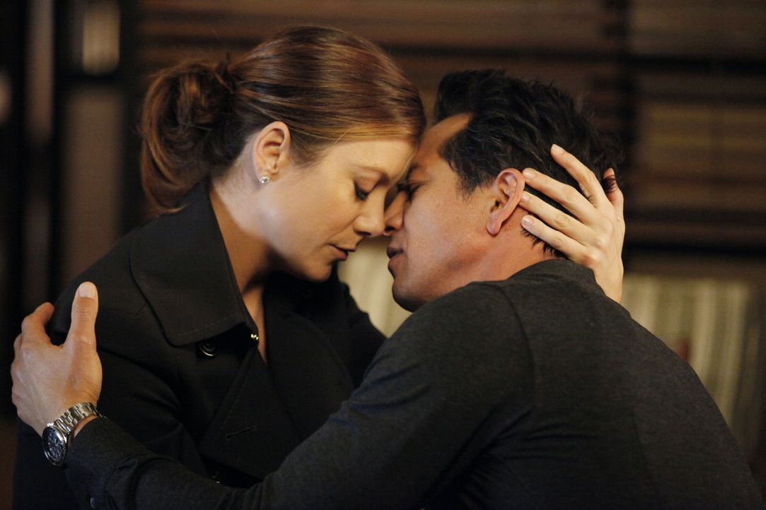 Kommen sich näher: Addison (Kate Walsh, l.) und Jack (Benjamin Bratt, r.) ... - Bildquelle: ABC Studios