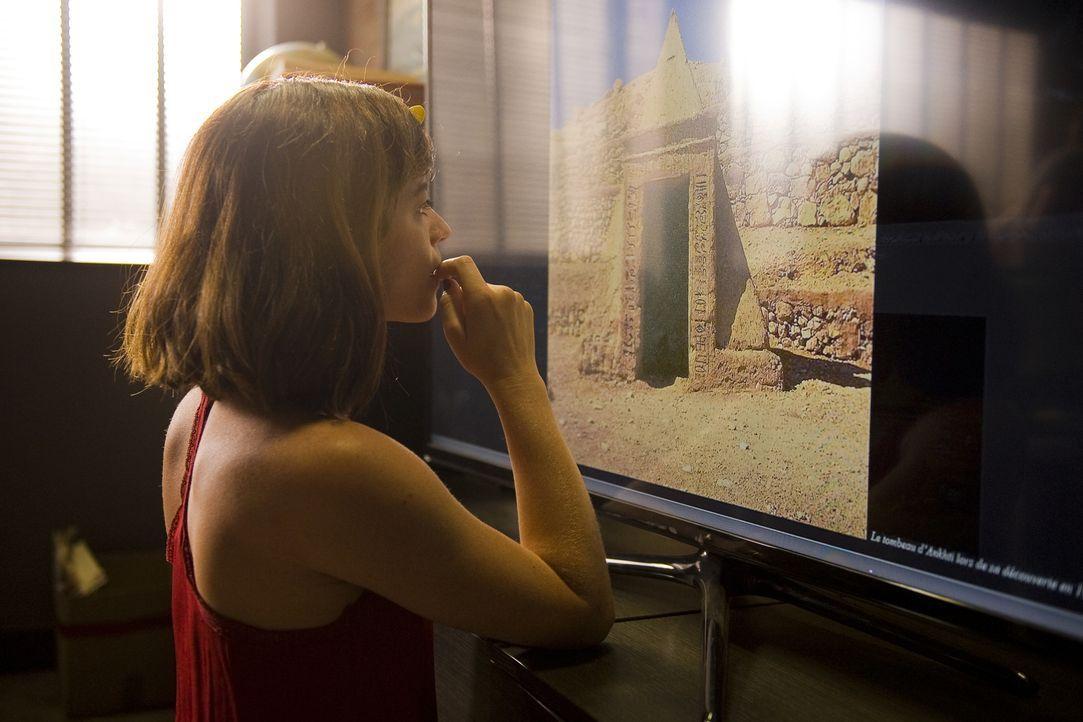 Als Adèle (Juliette Roudet) einen Mitpatienten von Camille in der Psychiatrie zur Rede stellen will, schlägt dieser die bewusstlos ... - Bildquelle: Eloïse Legay 2016 BEAUBOURG AUDIOVISUEL