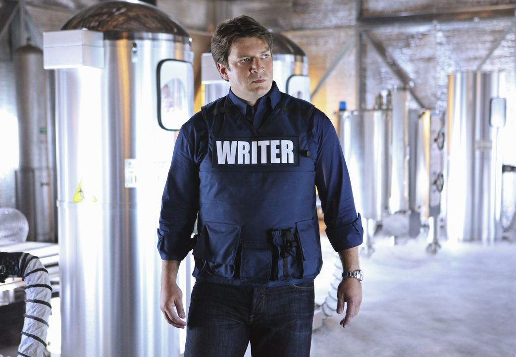 Hilft bei den Ermittlungen in einem äußerst skurrilen Fall: Richard Castle (Nathan Fillion) - Bildquelle: 2011 American Broadcasting Companies, Inc. All rights reserved.