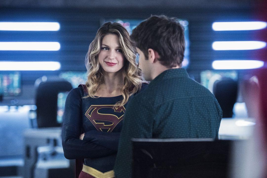 Können sich Supergirl (Melissa Benoist, l.) und Winn (Jeremy Jordan, r.) noch gegenseitig vertrauen? - Bildquelle: 2016 Warner Brothers