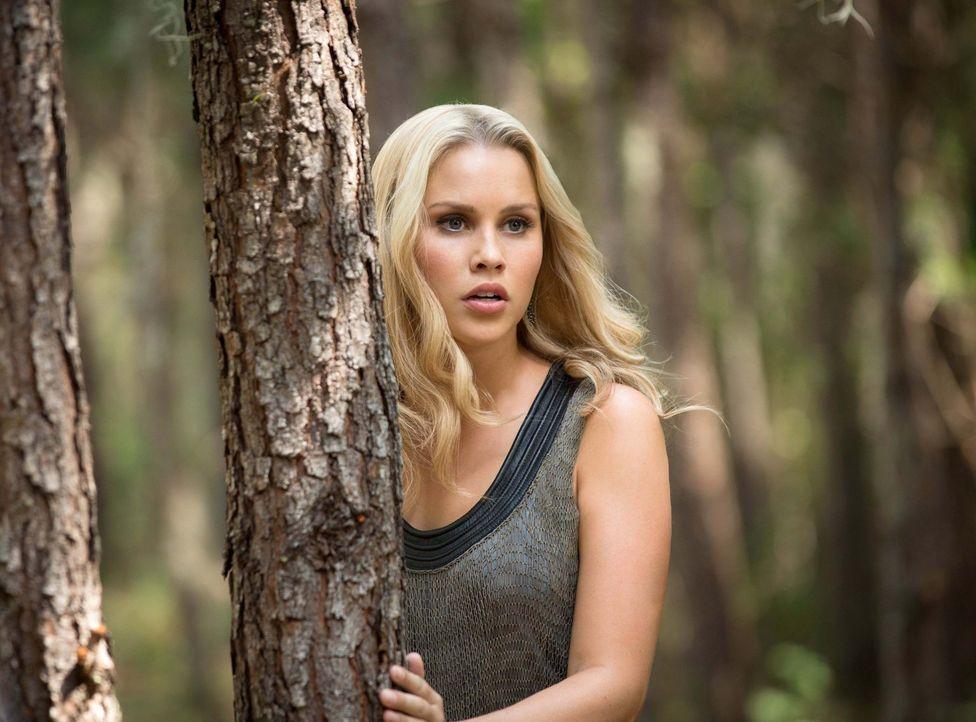 So sehr Rebekah (Claire Holt) sich eine richtige Familie wünscht, so sehr bringen ihre Brüder sie immer wieder in Gefahr ... - Bildquelle: Warner Bros. Television
