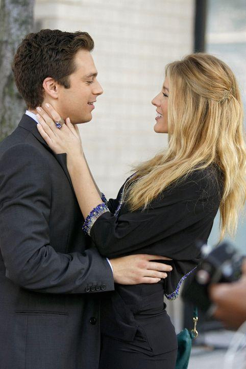 Ein glückliches Paar: Carter (Sebastian Stan, l.) und Serena (Blake Lively, r.) - doch wie lange noch? - Bildquelle: Warner Brothers