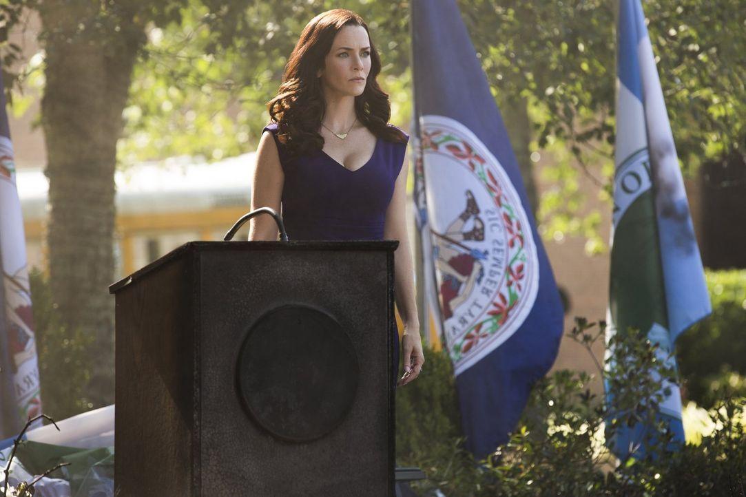 Wird es Lily (Annie Wersching) tatsächlich gelingen, ihre Familie davon zu überzeugen, keine Menschen mehr zu töten? - Bildquelle: Warner Bros. Entertainment, Inc.