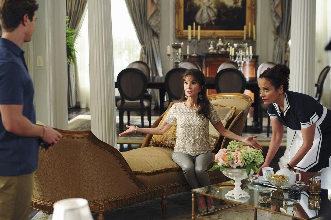 Auf der Suche nach einem Nieren-Spender für Genevieve (Susan Lucci, M.):  Remi (Drew Van Acker, l.) und Zoila (Judy Reyes, r.) ... - Bildquelle: 2014 ABC Studios