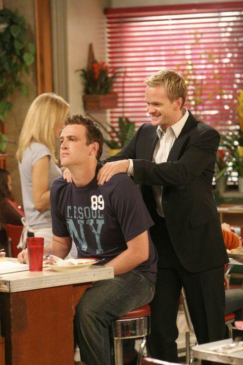 Mit Hilfe von Barney (Neil Patrick Harris, r.) und Ted geht es Marshall (Jason Segel, l.) nach der Trennung von Lily wieder etwas besser ... - Bildquelle: 20th Century Fox International Television