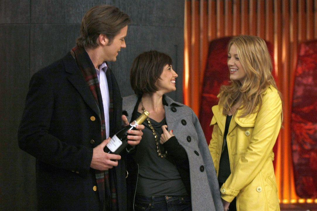 Nach und nach findet Serena (Blake Lively, r.) heraus, dass nicht Gabriel (Armie Hammer, l.), sondern Poppy Lifton (Tamara Feldman, M.), das gestohl... - Bildquelle: Warner Brothers