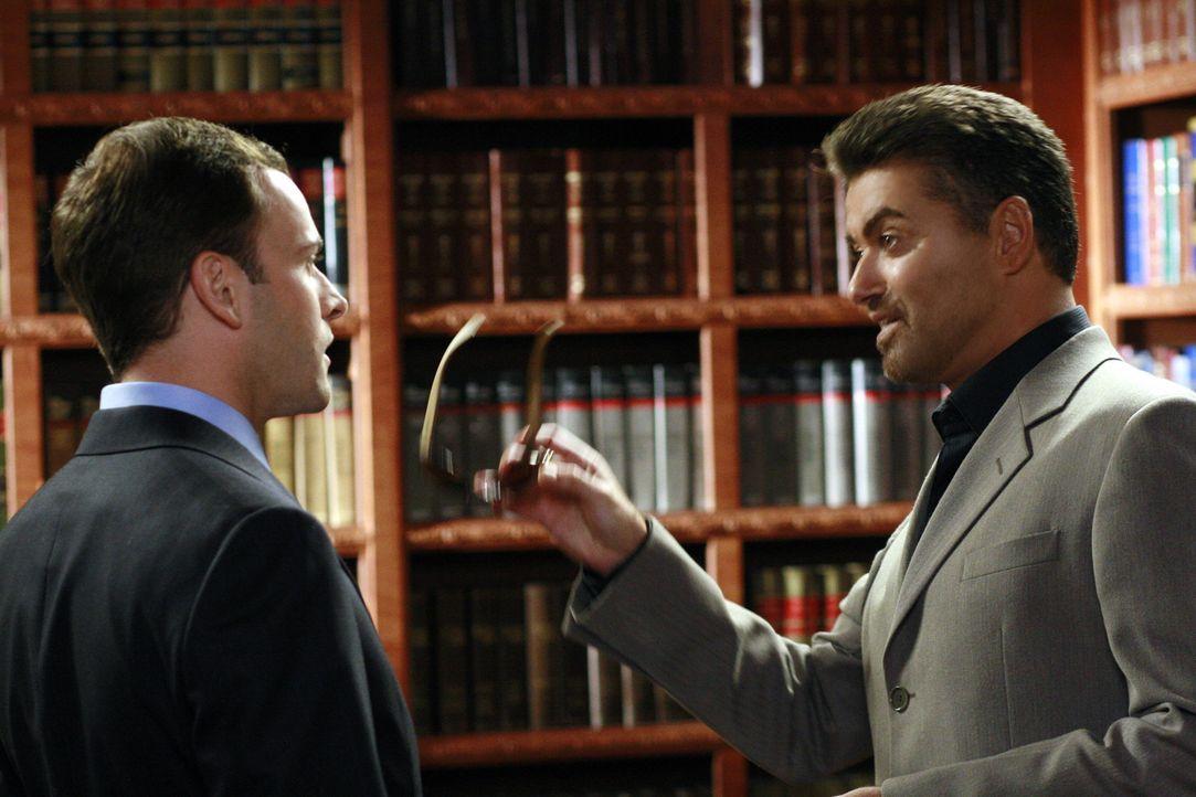 Eli (Jonny Lee Miller, l.) soll tatsächlich George Michael (r.) vor Gericht vertreten. Der Anwalt kann seine Freude darüber nur schwer verbergen ... - Bildquelle: Disney - ABC International Television