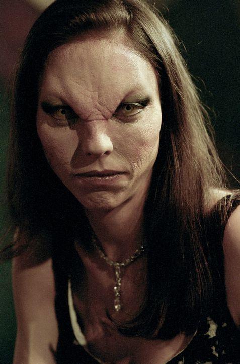 Drusilla (Juliet Landau) ist wieder zurück in Sunnydale ... - Bildquelle: TM +   2000 Twentieth Century Fox Film Corporation. All Rights Reserved.