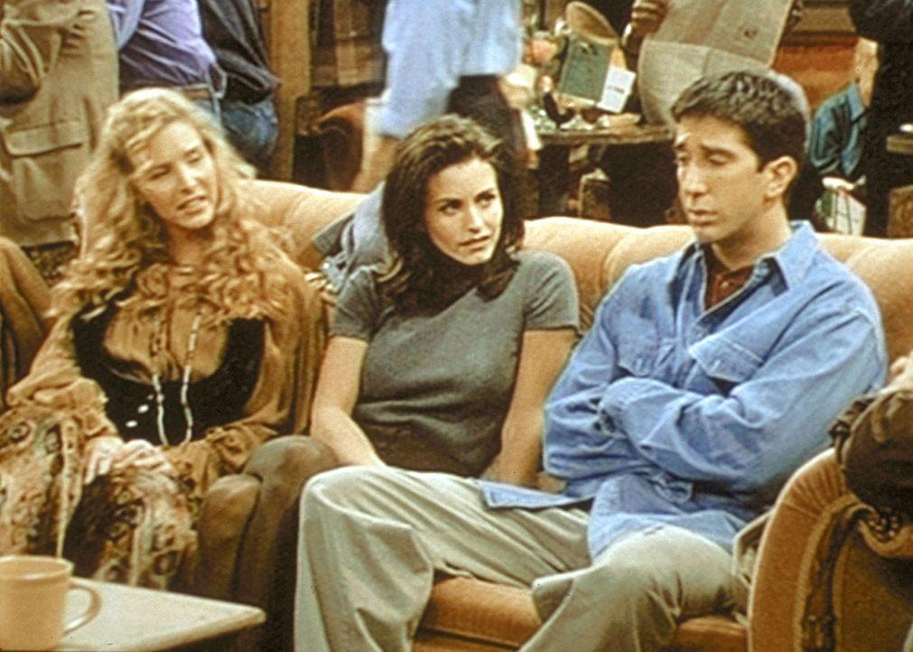 Phoebe (Lisa Kudrow, l.), Monica (Courteney Cox, M.) und Ross (David Schwimmer, r.) diskutieren angeregt über die ideale Form einer Beziehung. - Bildquelle: TM+  2000 WARNER BROS.