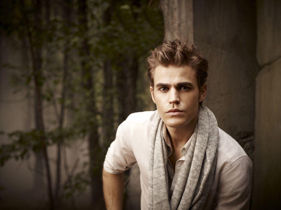 (2. Staffel) - Ist glücklich mit seiner Freundin Elena, doch ihre Beziehung wir auf eine harte Probe gestellt: Stefan (Paul Wesley)... - Bildquelle: Warner Brothers